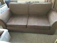 2 SEATERS CREAM FABRIC IN VERY GOOD CLEAN CONDITION CAN DELIVER