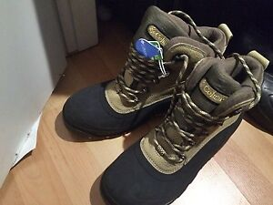 2x New Columbia boots for woman Eur42 US11 TAGS ON & 8-9 white