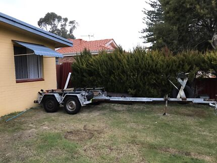 Boat trailer for up to 21 ft