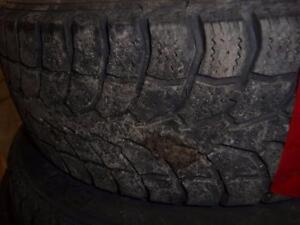 2 pneus d'hiver 195/60/15 Winter Claw Extreme Grip, 55% d'usure, 5-6/32 de mesure.