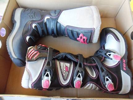Fox Comp5 Ladies Boots As New Condition Size 6 Pink/Black