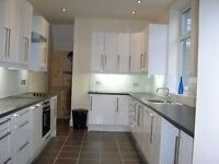 Double room available in a beautiful refurbished house. Sale Area