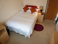 In a good mood, a short walk away from Tower Bridge is a double bedroom