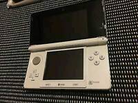 Nintendo 3DS Ice White.Like New!Console+Charger+Box.