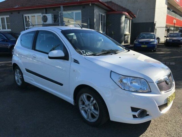 2010 holden barina tk my10 white 5 speed manual hatchback cars 1 of 14 fandeluxe Image collections