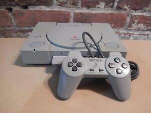 Console Playstation 1 + Carte Mémoire + Manette SONY / Model SCPH-5501 (i018104)