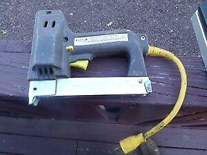 ARROW ELECTRIC STAPLE GUN (VGC)