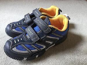 BRAND NEW SUPERFIT RUNNG SHOE SIZE 2