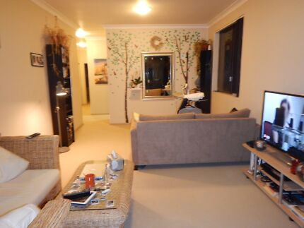 2 BEDROOMS FOR RENT WITH LOCK UP GARAGE 10MIN TO CITY VIA TRAIN.
