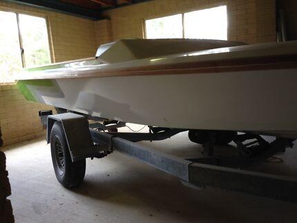 5.6 meter ski boat