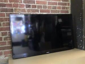 Télévision 46'' sans pied avec support mural (i008296)