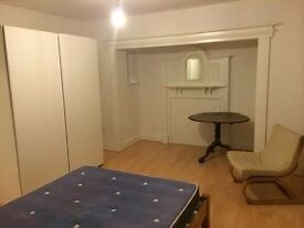 ** DOUBLE ROOM TOILET AND BATHROOM INC. 180PW 10-15MINS TO STOCKWELL STATION**