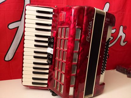 Baile piano accordion red 48 Bass 5 reg brand new