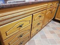 Oak Wood Kitchen In Excellent Condition