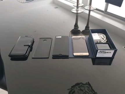 Samsung Galaxy S7 Edge (Gold) + Box and accessories