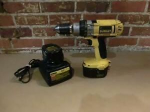 Perceuse sans-fil avec chargeur et deux batteries(i006455)