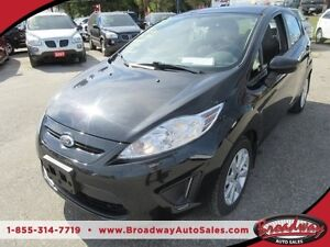 2013 Ford Fiesta GAS MISER SE MODEL 5 PASSENGER SYNC TECHNOLOGY.