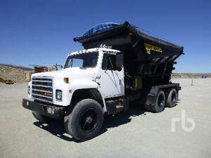 1986 INTERNATIONAL S1900 T/A Stone Slinger Truck