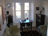 Edinburgh Festival apartment for rent, Tollcross, excellent location, new super king-size bed