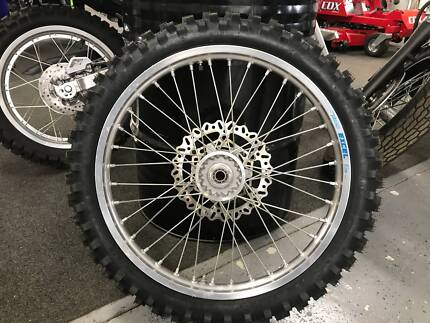 New WR450F complete front wheel 04-15 including tyre 1DX-25102-10