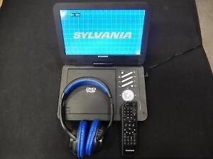 Lecteur DVD Portatif Bluetooth 10'' + Casque Bluetooth + Tlcommande SYLVANIA / Model SDVD1035BT (i021142)