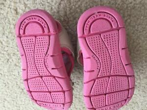 Pink oshkosh sandal toddler size 6 Cambridge Kitchener Area image 2