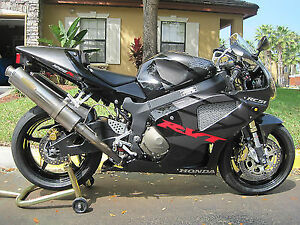 LOOKING FOR / /WANTED 2005 OR 2006 RVT /RC51