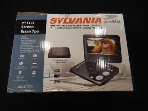 Lecteur DVD Portatif 7'' SYLVANIA / Model SDVD7073 (i019799)