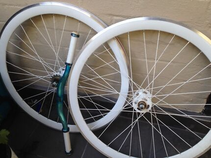Fixed/free spin wheels and handlebars Elwood Port Phillip Preview