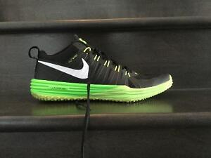 Nike mens sneakers black and lime green size 12