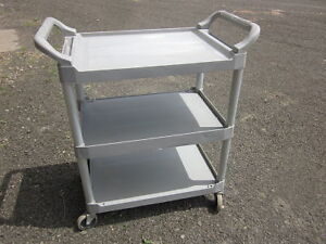 RUBBERMAID UTILITY CART EXC CONDITION, 3 SHELVES, SWIVEL CASTERS