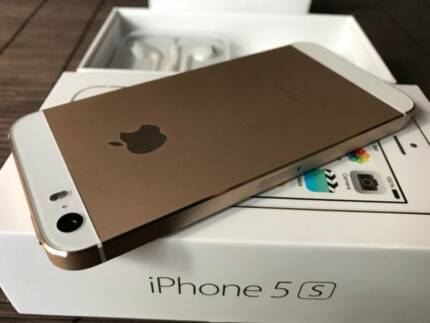 iPhone 5S 32gb >>> Still as NEW condition <<< with BOX