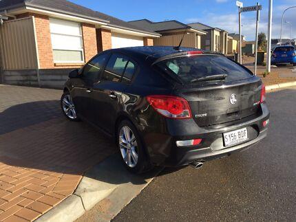 Black Holden Cruze SRi-V