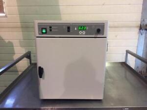Four d'hybridation Agilent model 1012AG - Agilent model 1012AG Hybridization Oven