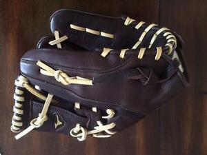 Baseball infield glove