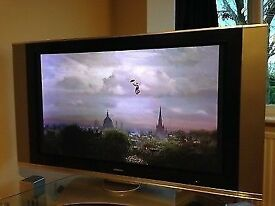 "Hitatchi HD ready plasma TV with electronic swivel 42"""
