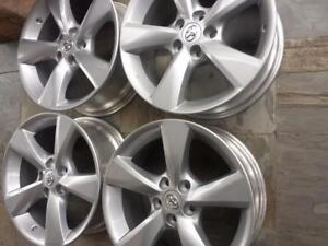 BRAND NEW TAKE OFF TOYOTA HIGHLANDER FACTORY OEM 18 INCH ALLOY WHEEL SET OF FOUR.