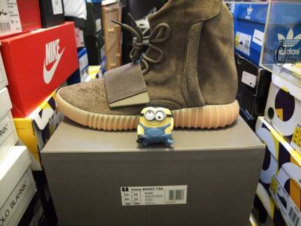 M&K:Yeezy 750 light brown US12.5 DS