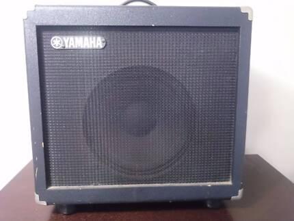 Yamaha DG60fx 112 Guitar Amp + Matching powered speaker