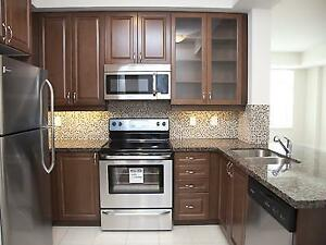 Bright Corner unit 2BR + Spacious DEN with large window
