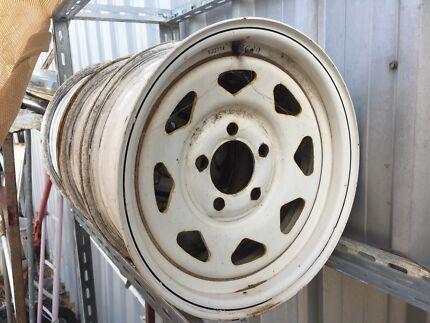 3 x Sunny rims 14x6 ford stud pattern