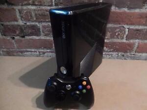 Console Xbox 360 250Go + Manette MICROSOFT / Model 1439 (i017072)