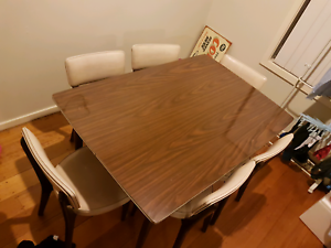 Retro dining table 6 place setting expandable Belmont Geelong City Preview