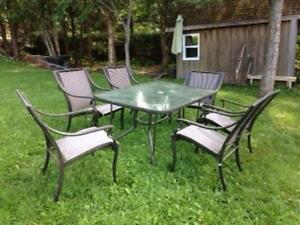 Patio table and chairs (6)