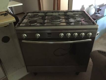 Freestanding Oven and Cooktop