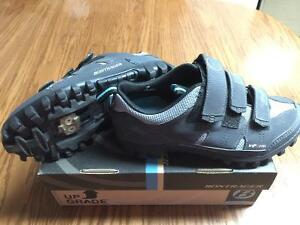 Self-locking Cycling Pedals with Shoes