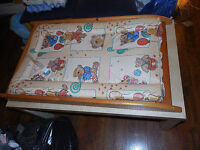 Wooden changing mat, clean, very good condition !