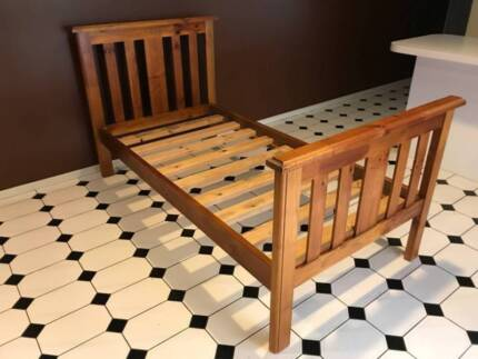 Single bed frame *** PERFECT CONDITION *** Can deliver