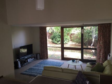 Cute Townhouse with great flatmates- 1 room available