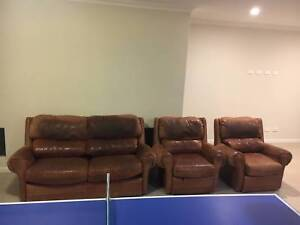 Well Loved Sofa Set Jolimont Subiaco Area Preview